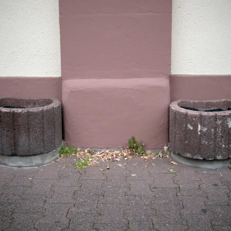 Unbepflanzte Pflanzsteine in Frankfurt (Main)